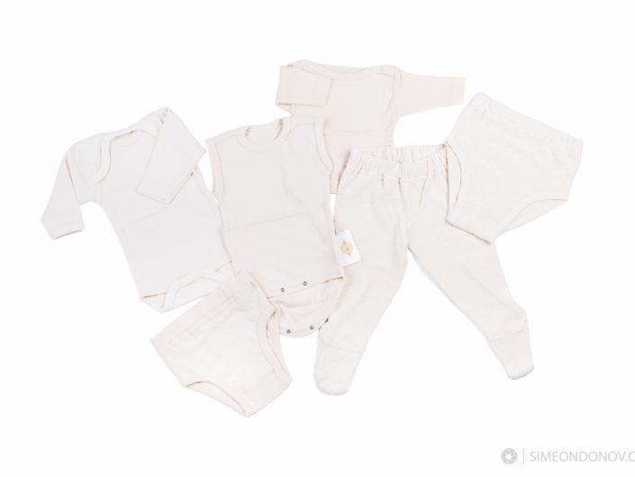 Продуктова фотография на бебешки дрехи за Бебошон - www.beboshon.bg