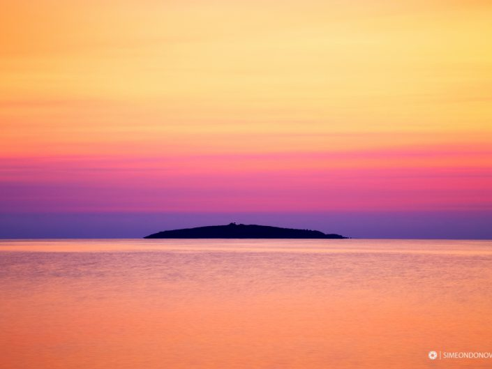 Остров Свети Иван по изгрев, къмпинг Градина