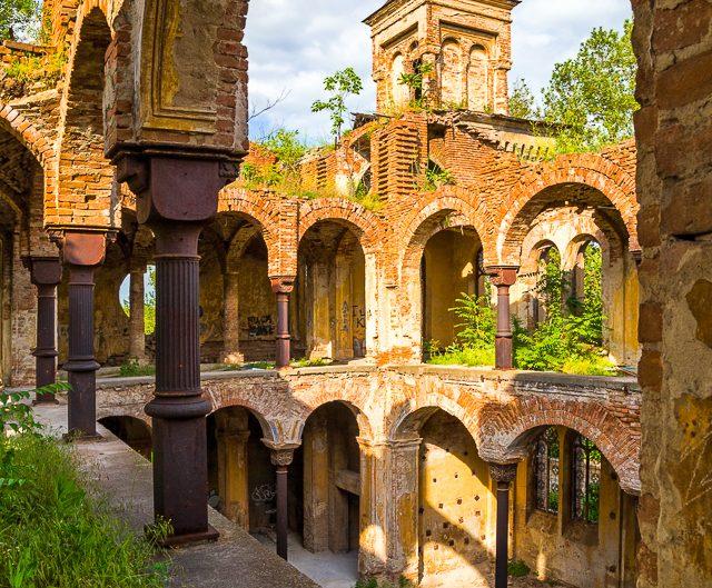 Разруха - синагогата в град Видин. Забележителности България. Български забележителности.