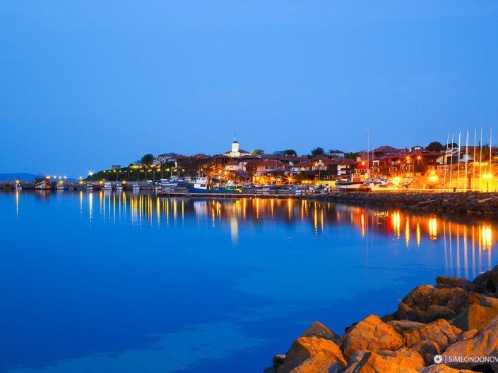 Нощен Несебър – северното пристанище на стария град. Забележителности България. Български забележителности.