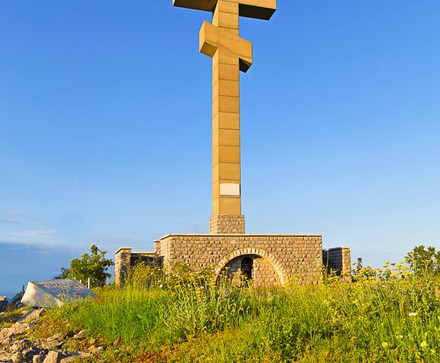 Паметникът на връх Околчица, Врачански Балкан. Забележителности България. Български забележителности.