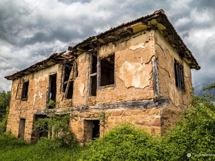Носталгия по старата къща. Архитектурна фотография - София