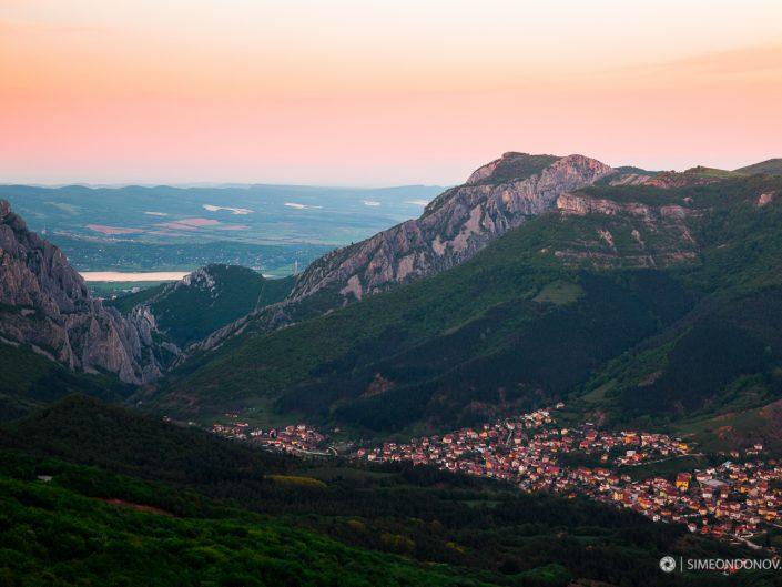 Залез над Вратцата и село Згориград, Природен парк Врачански Балкан