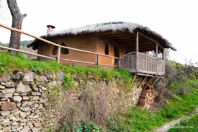 Глинената къща, село Лещен