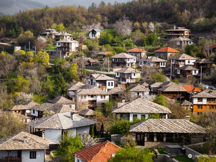 Изглед към село Лещен, Западни Родопи
