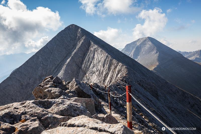 Изглед от Кончето - зад малкото Кутело се подава мраморният гигант