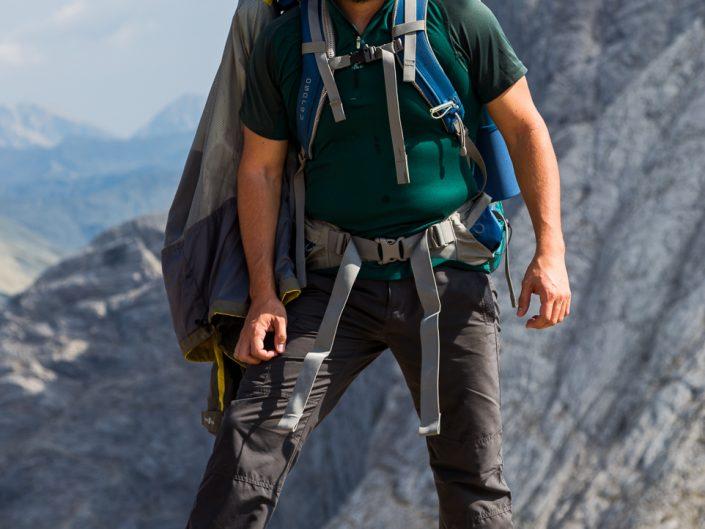 Под билото на Кутело на фона връх Вихрен, Национален парк Пирин
