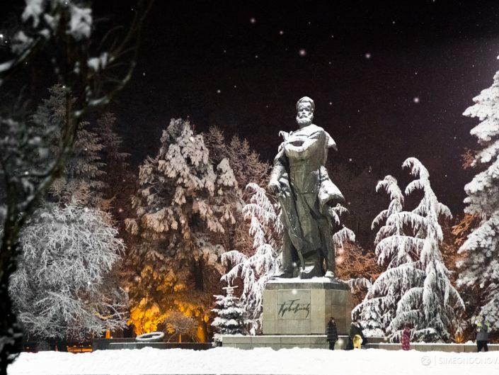 Паметникът на Христо Ботев в град Враца. Забележителности България. Български забележителности.