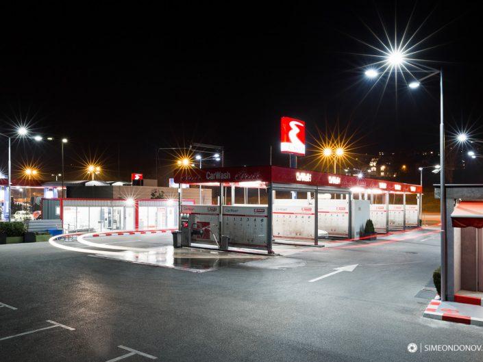 Архитектурна нощна фотография за автомивка Carwash, София
