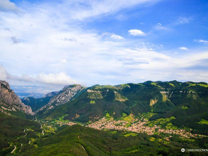 Изглед към Вратцата и село Згориград