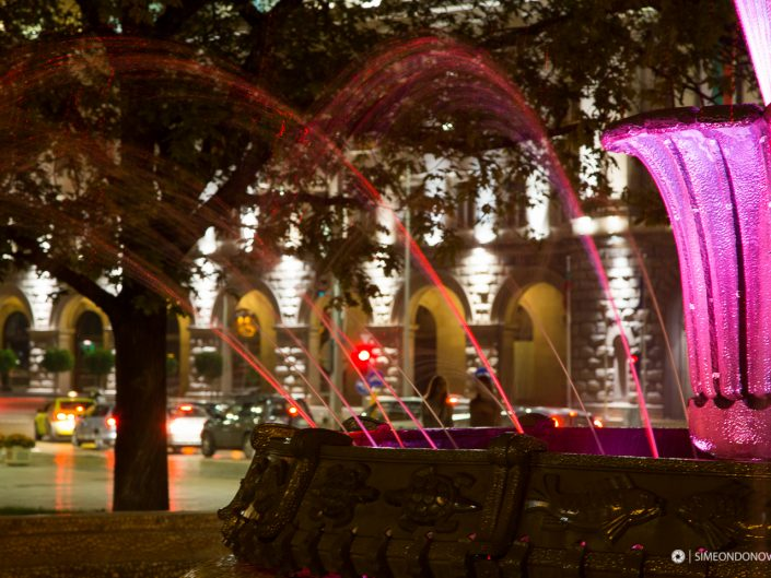 Фонтанът пред президентството, град София. Градска фотография
