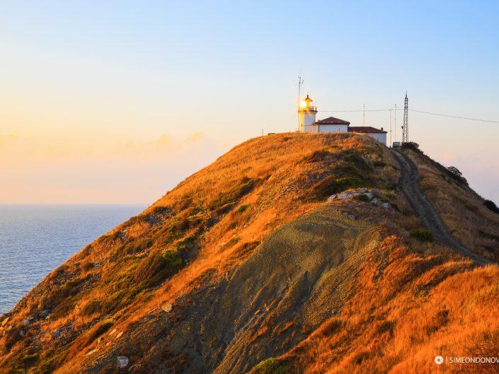 Фарът на нос Емине по изгрев, Черно море. Забележителности България. Български забележителности.
