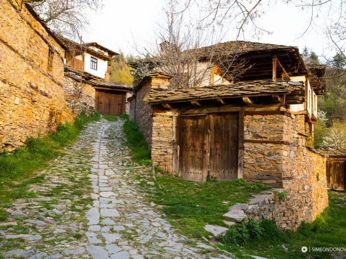 Село Лещен, Западни Родопи. Забележителности България. Български забележителности.