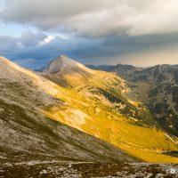 Изглед към връх Кутело и връх Вихрен, Национален парк Пирин