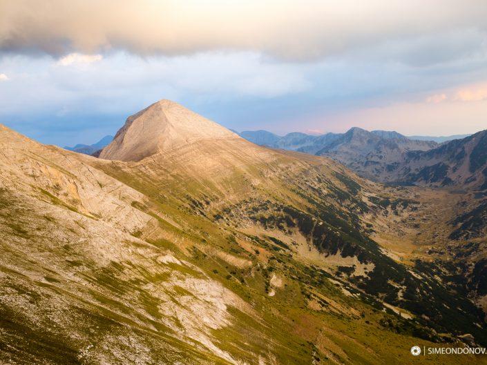 Изглед към първенеца на Пирин - връх Вихрен, Национален парк Пирин